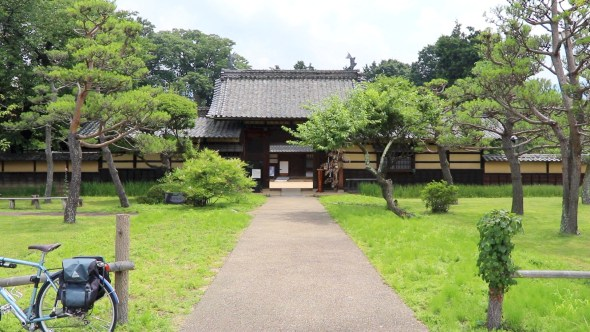 The walkway from the street, leading to the inner-gate.
