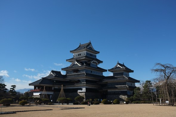 A sparkling Matsumoto Castle all ready for the New Year ;)