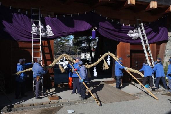 Preparing to lift the shimenawa up to hang