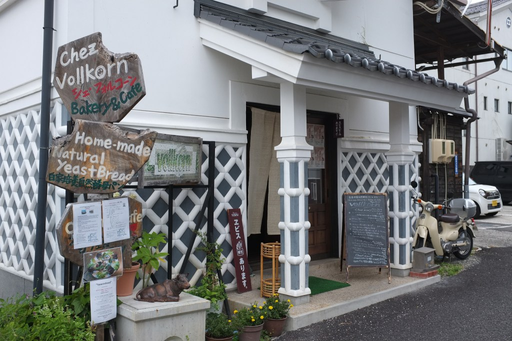 Vollkorn Bakery and Cafe