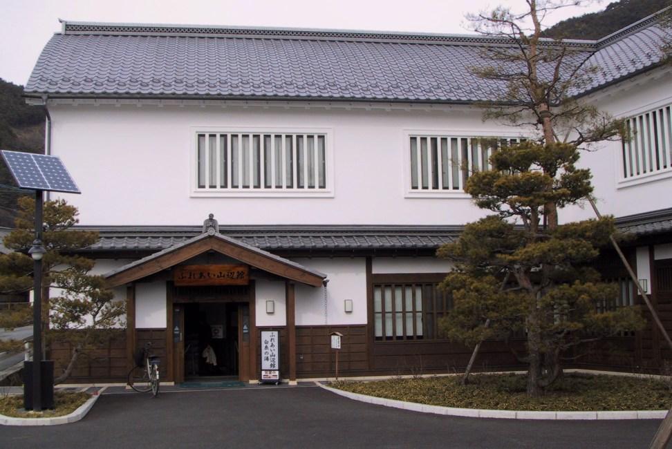 Сираито-но-ю (Горячие источники Уцукусигахара)