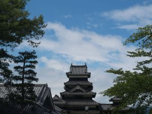 お盆休みの松本 国宝松本城「公開時間延長&和服で来場されたお客様は、国宝松本城と松本市立博物館本館の入場料が無料