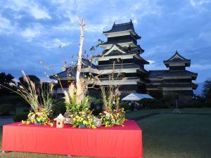 松本城中秋賞月-十五夜吃丸子、聽古樂、賞明月、松本夜晚街景