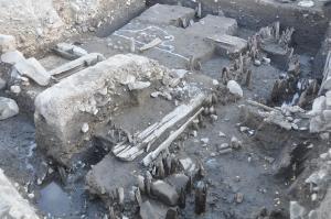 松本城三の丸跡発掘調査の現地説明会