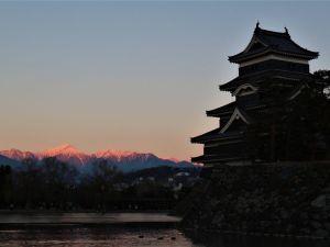 国宝松本城から新年あけましておめでとうございます。