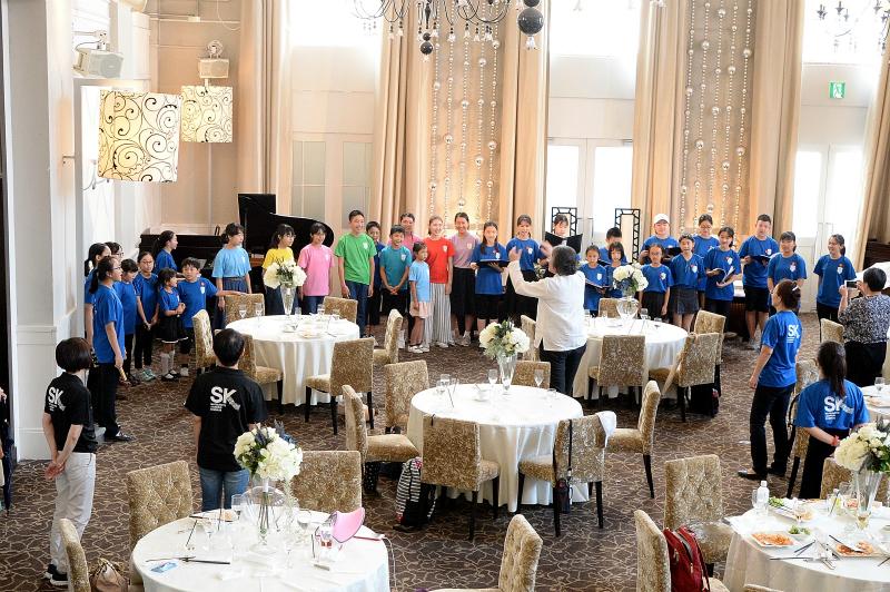 日中友好で子ども合唱団が交流会
