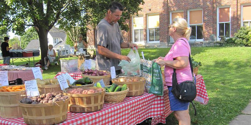 Mount Vernon Outdoor Summer Farmers' Market Table