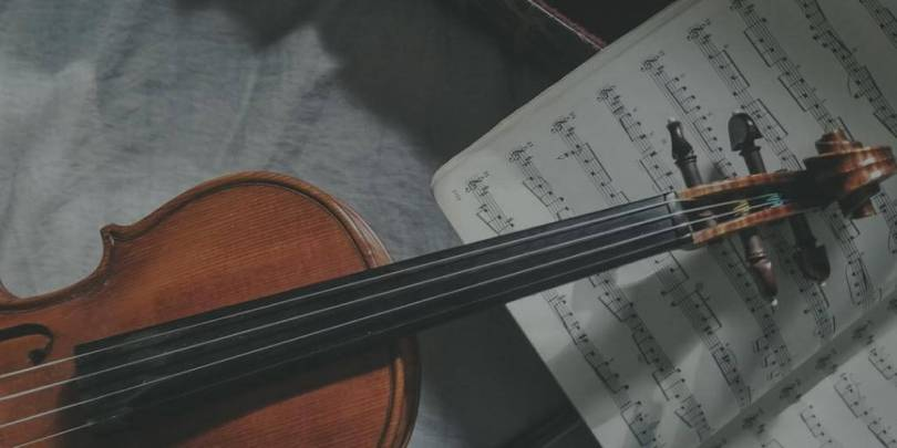 violin with music