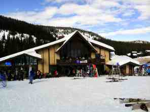 White Pass Day Lodge © Carrie Uffindell
