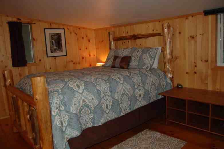 Stepping Stone Cabin Guest Room