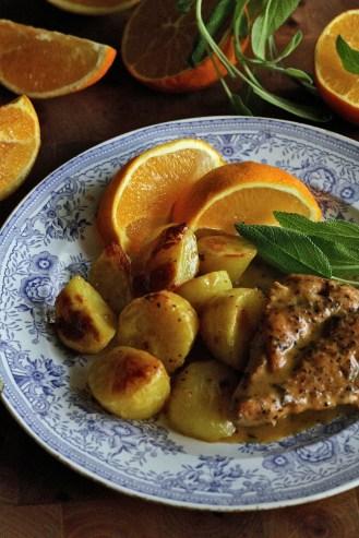 Appelsiinin ja salvian maustamat paahdetut perunat