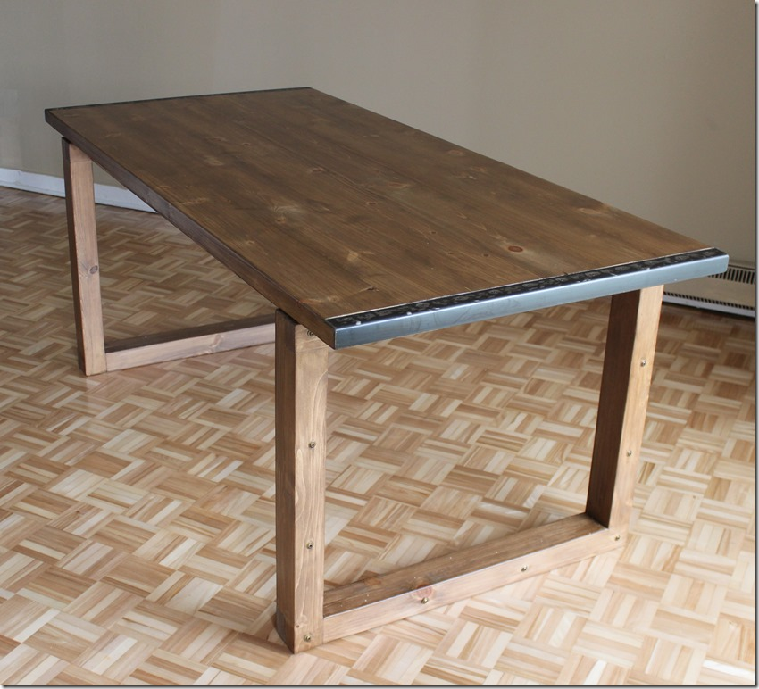 Comment faire une table manger ep10 for Construire une table en bois