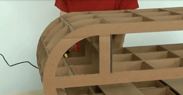 Habillage du meuble en carton