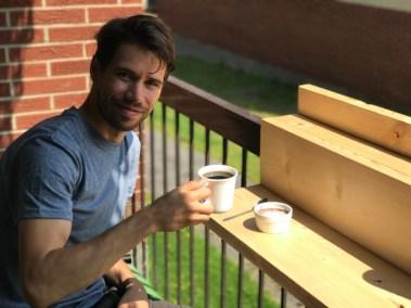 Cafe sur le bar balcon suspendu