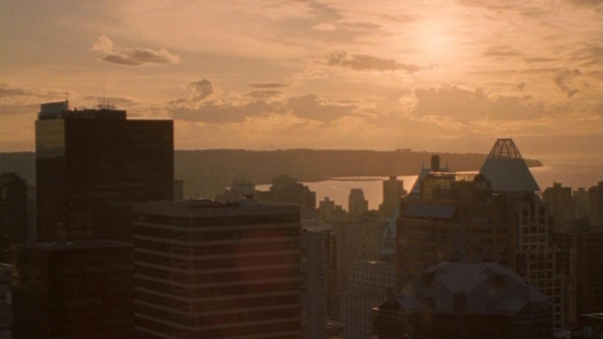 Orange hue over the city in Meltdown: Destruction of Days (2006)