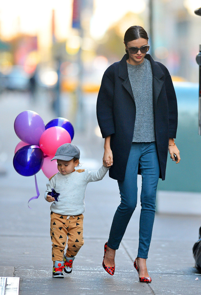 Cute-mother-son-couple-Miranda-Kerr-Flynn-DnwStBkKgaox