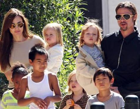 Jolie and Pitt with Kids
