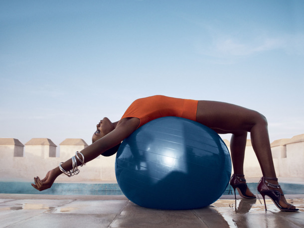 6. Lupita stretching