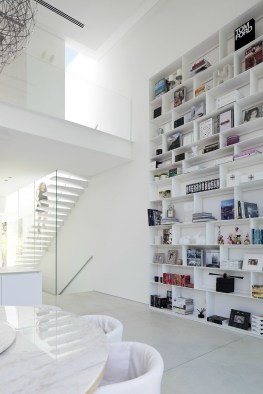 VT Home: The Right White