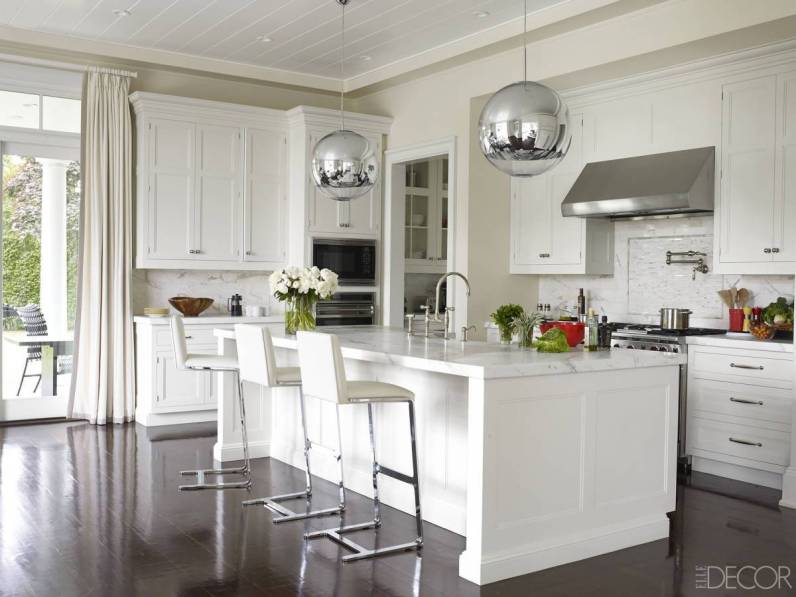 This contemporary oversized globe pendent light fixture provides an update to this otherwise classic kitchen.