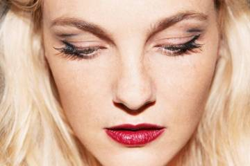 Caroline Trentini red lip ss2016