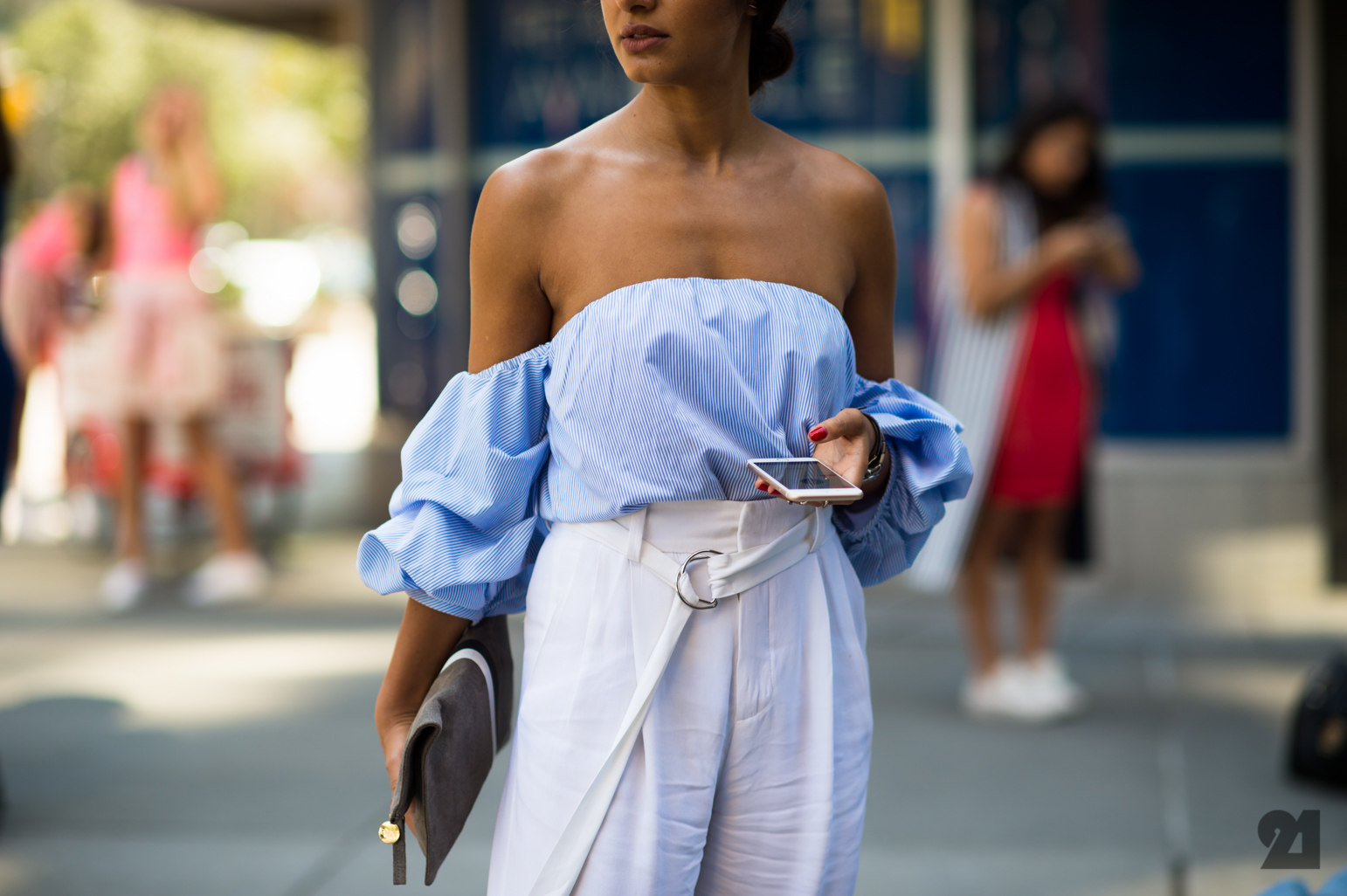 d5baae7e444928 One of our favorite trends this season—the off-the-shoulder top—is chic and  surprisingly versatile. Much like the crop top