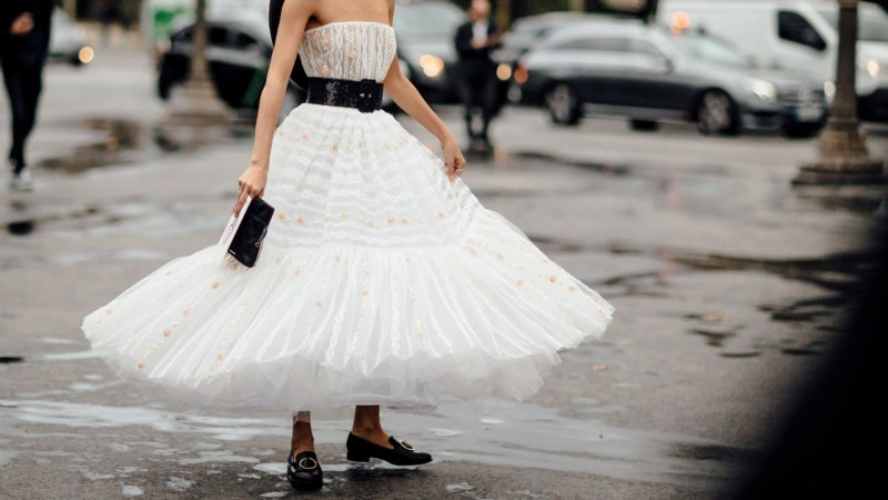 White holiday look street style