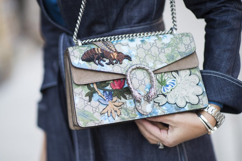 Street style blogger holding an embroidered gucci bag - spring trend