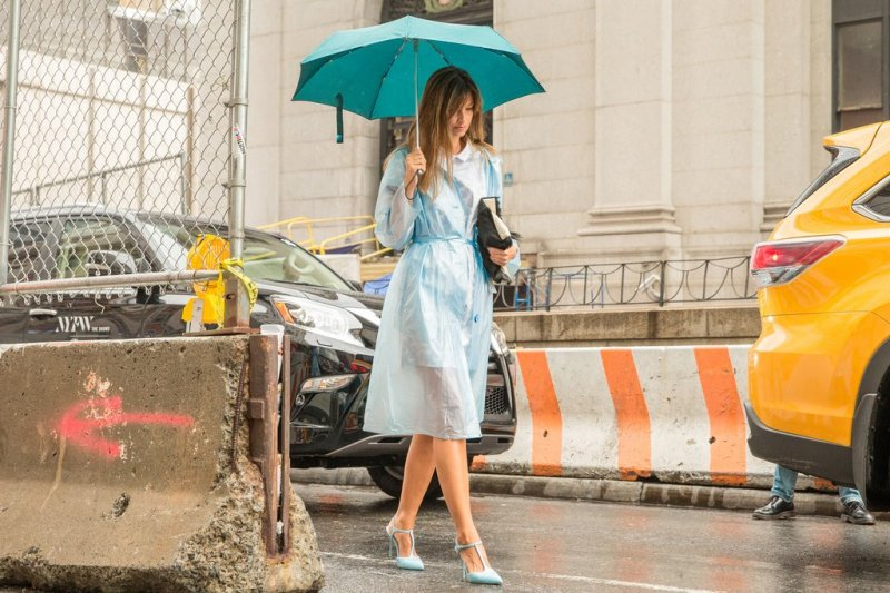 How to wear a rain coat during summer