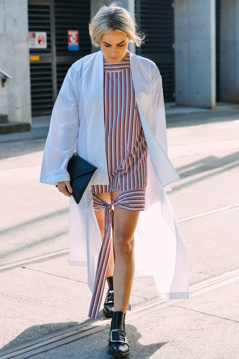 wearing a duster coat or trench coat during summer