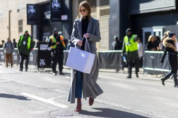 street style blogger shopping
