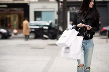 Shopping street style