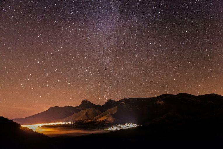 noche-de-estrellas-via-lactea-sobre-gratal-y-nueno-by-raul-catalinas-2