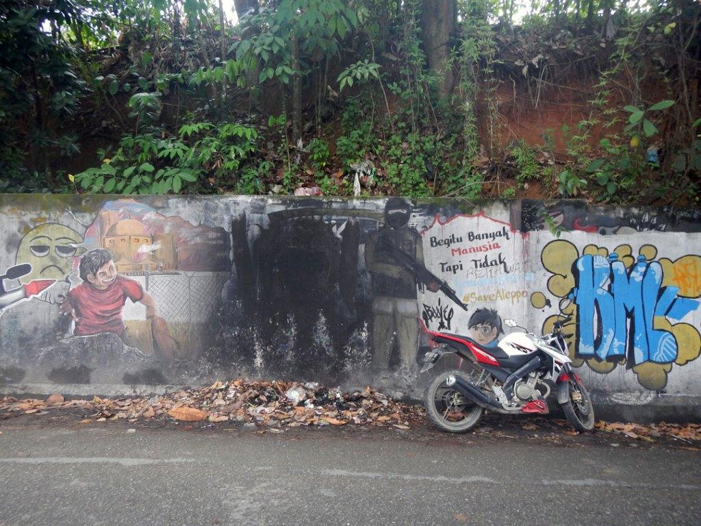 Graffiti Visual Jalanan Kaos Save Allepo Samarinda