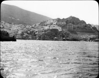 The town of Hydra (Greece) from the sea. Unknown date.