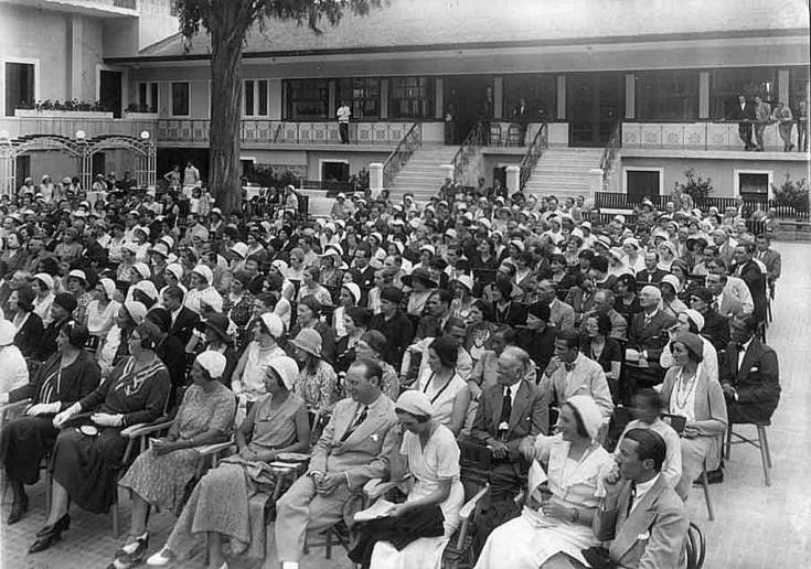 Guests witness a concert at El Eden Hotel