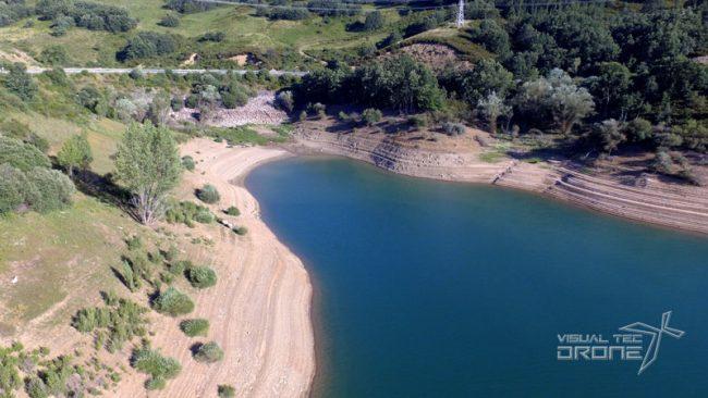 Agricultura de precisión control del caudal de pantanos con drones