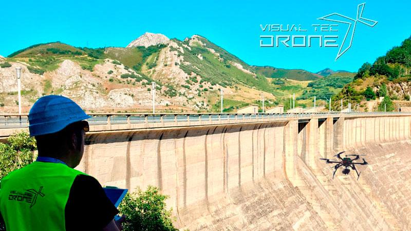 Obra civil revisión de presas hidrográficas, fisuras, grietas con drones, Visual Tec Drone
