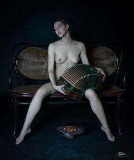 Photocreation: Gonzalo Villar – Model: Olga Alberti – Photo model: Manuel Torres