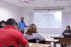 Trabajadores de VIT reciben capacitación para el crecimiento profesional