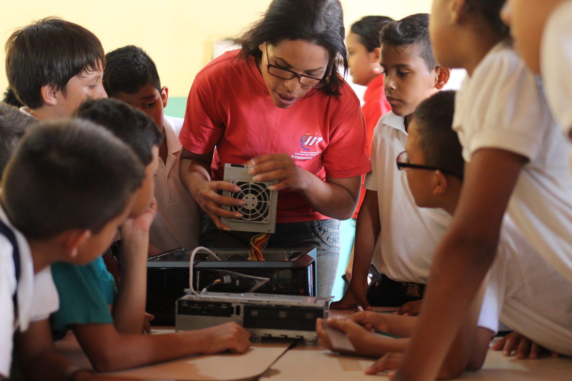 Tecnología Educativa se despliega en la E.B Alicia Tremont de Medina