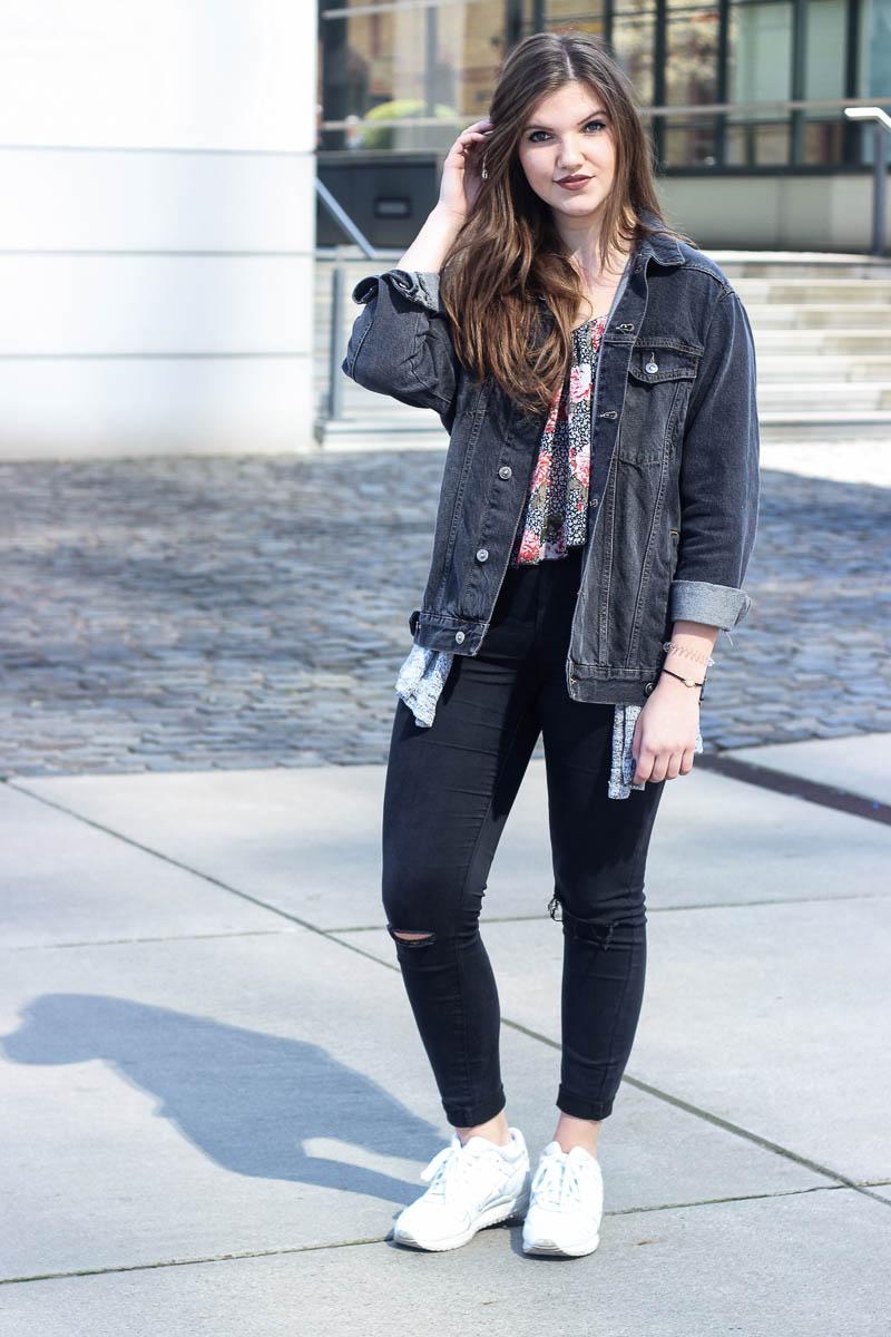asics-sneaker-jeansjacke.grau-look
