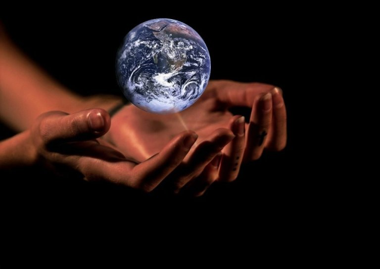 hands, globe, earth, come il clima influenza il vino