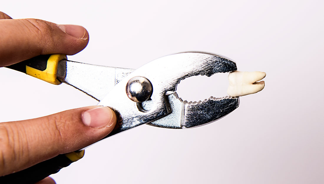Wrench with a tooth