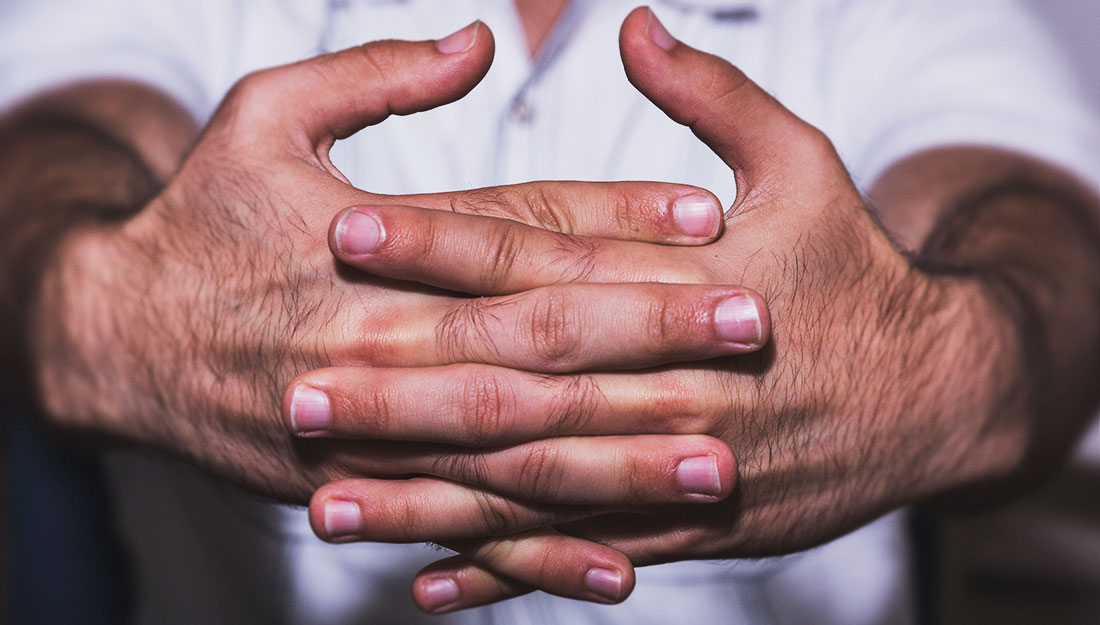 You Asked: Does knuckle cracking damage joints? - Vital Record