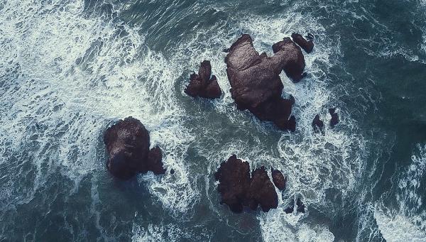 Waves crashing on rocks makes me sleepy