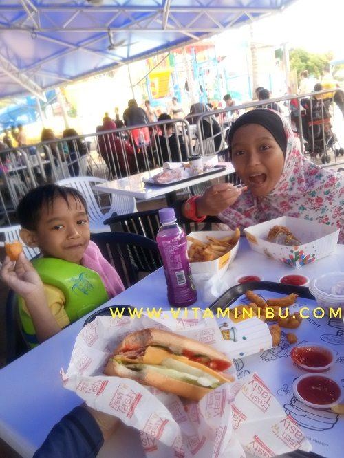 7 Tips Penting Bawa Anak Bercuti Ke Legoland, Johor Bahru - Makan Di Legoland