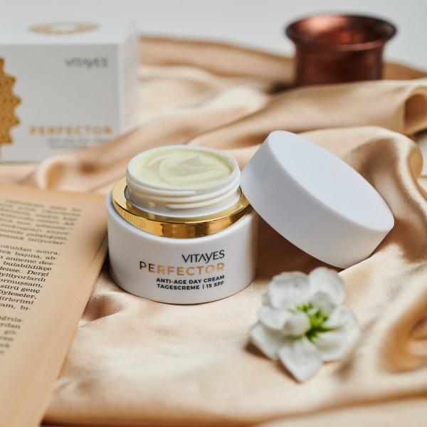 Crema giorno PERFECTOR iper idratante e anti rughe, con glicoina e fattore di protezione 15 contro i raggi UV