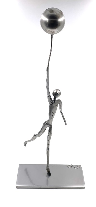 Lhomme et le ballon sculpture metal vitoartmetal
