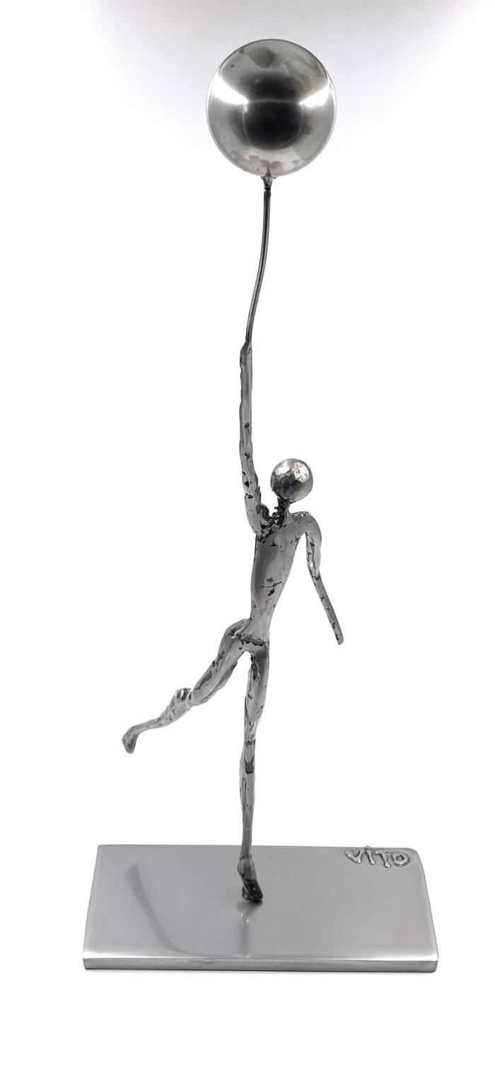 Lhomme et le ballon sculpture metal vitoartmetal
